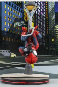 路灯倒吊相机蜘蛛侠